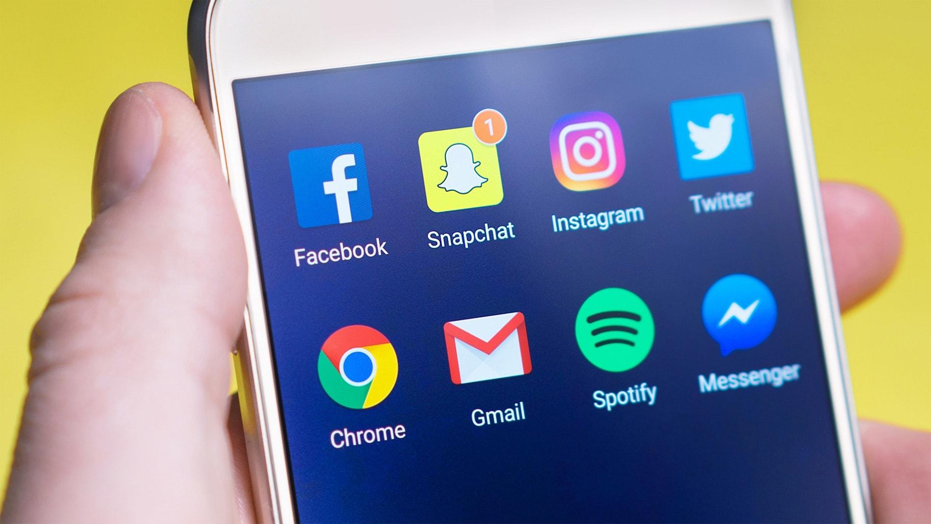 social-media-apps-on-mobile-min