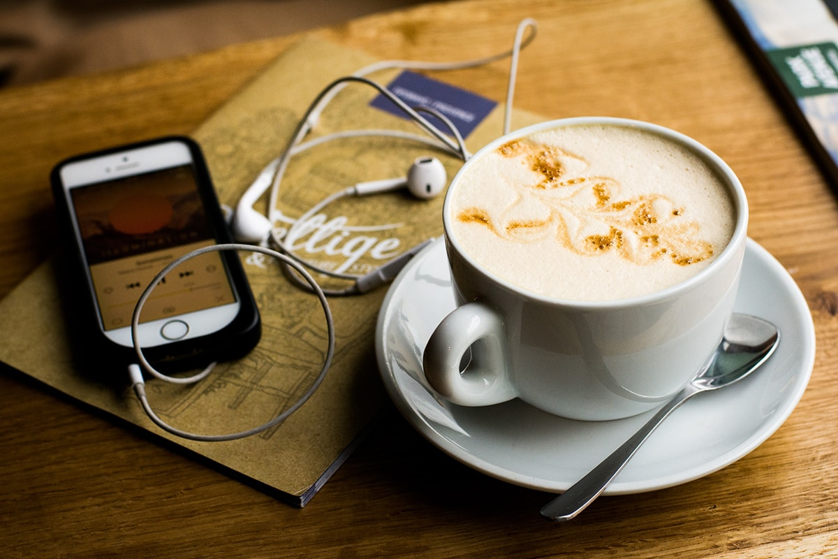 coffee-iphone-earphones